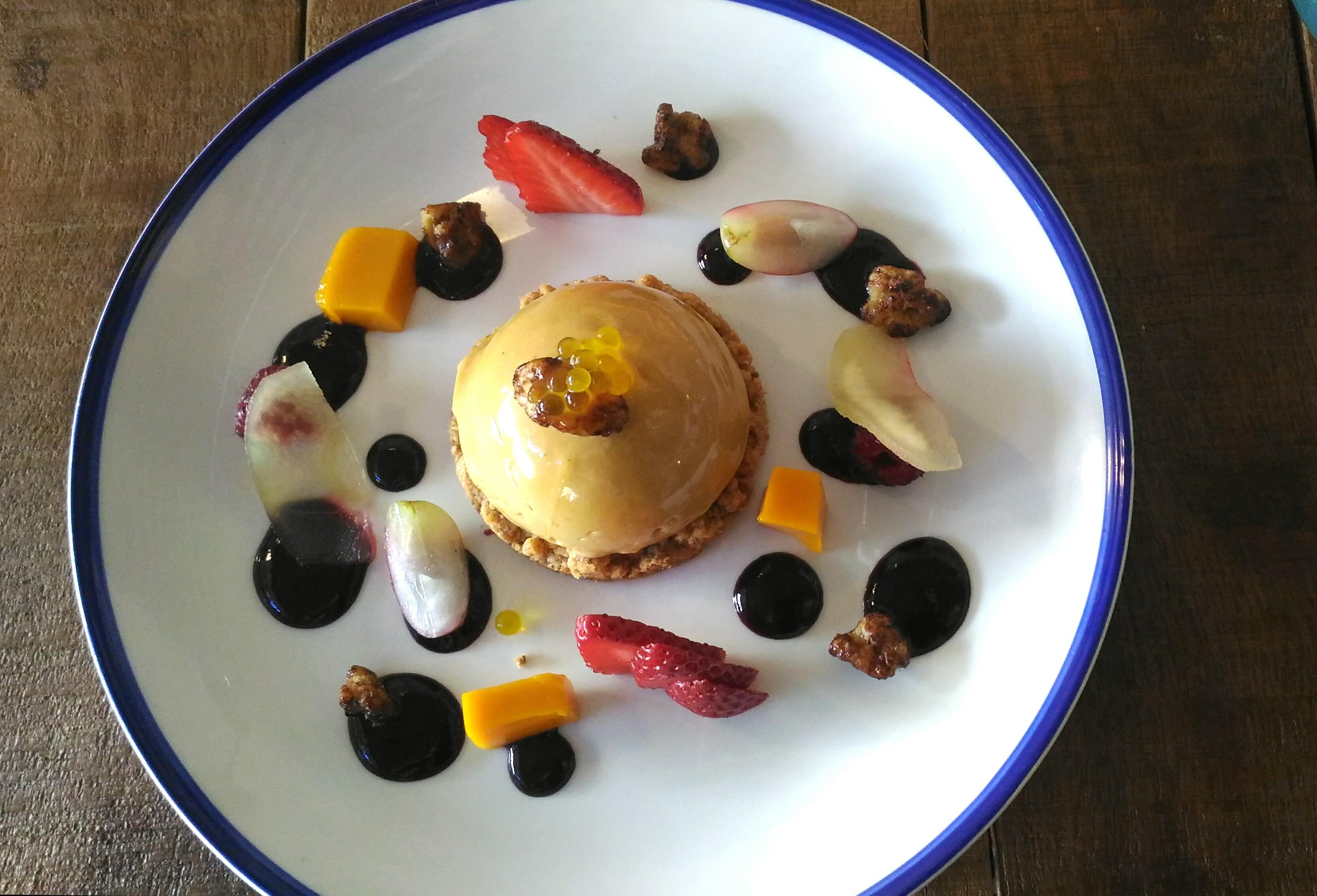 Terrina de Foie con galleta de almendras, gelée de mango / Los Foodistas©