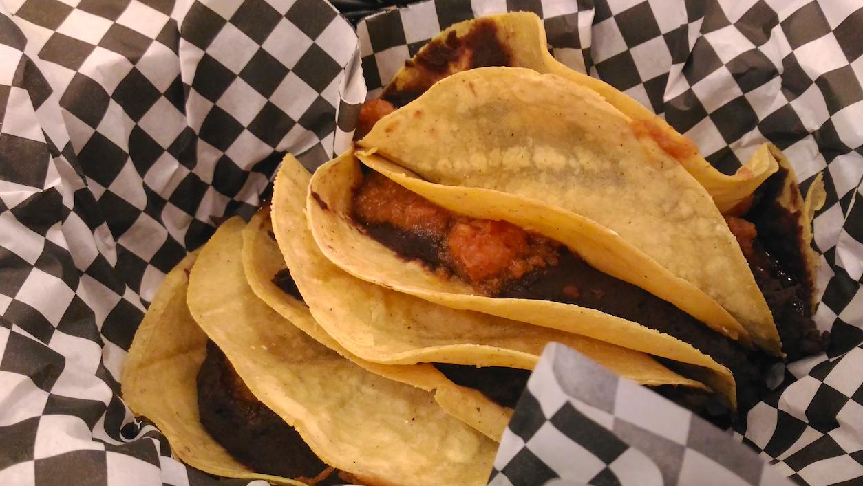 Tacos de pescado y marisco,en Taquiza de Coyo / Los Foodistas©