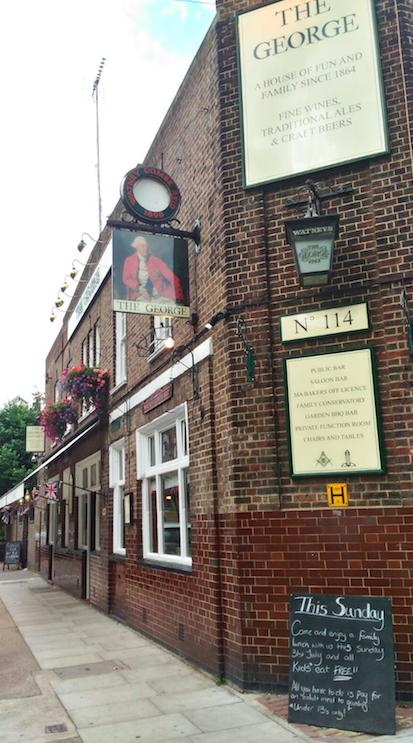 """The George Pub, sigue manteniendo la denominación victoriana de """"unlicensed"""" y Pub / Los Foodistas@"""