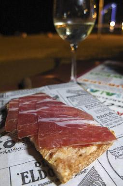 Un clásico, pan con tomate y jamón ibérico. En La Guingueta de la Barceloneta / Foto: Godo Chillida para Los Foodistas©